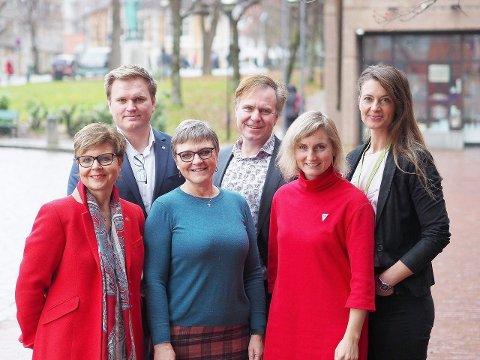 VART SAMDE: Gruppeleiarane for samarbeidspartia på fylkestinget, f.v. Anne Gine Hestetun (Ap), Aleksander Øren Heen (Sp), Trude Brosvik (KrF), Alfred Bjørlo (V), Marthe Hammer (SV) og Natalia Golis (MDG). (Pressefoto)