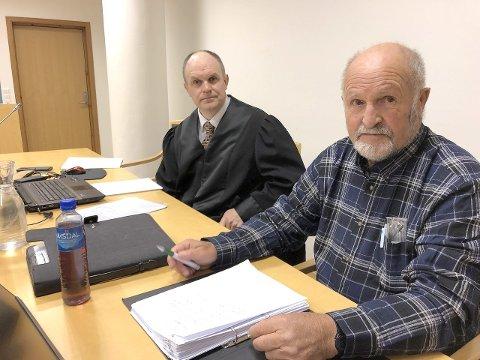 DØMD: Alf R. Kollsete her saman med forsvarar advokat Ivar Hauge, vil ikkje kommentera innhaldet i den ferske dommen. (Arkivfoto)