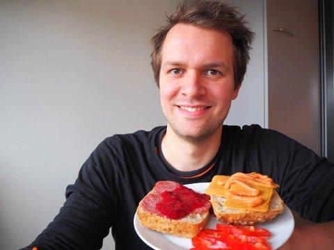 LOVAR NYE SMAKAR: Lars Haugen Aardal gler seg til å dela nye smaksopplevingar med andre. (Pressefoto)