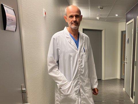 BUDD PÅ SMITTEUTBROT: Leiv Erik Husabø, smittevernlege i Sogndal kommune, seier dei er budde på at det kan koma eit liknande smitteutbrot som i Sunnfjord til Sogn.