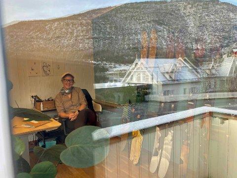 SKIDESIGN: Rikke Westvig designar mellom anna ski og kaffietikettar frå Parkvegen 22.