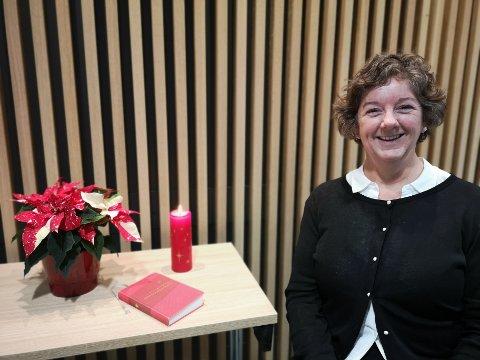 INVITERER: Soknediakon i Sogndal, Gitte Therkelsen Torstad, inviterer til open julefeiring for dei som ynskjer å feira saman med nokon på julaftan.