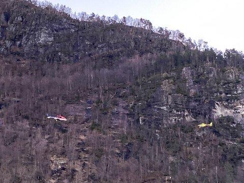 TO HELIKOPTER: Det blir leita med to helikopter i Viefjellet no