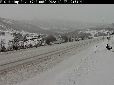 FILEFJELL: Slik ser det ut ved Honing bru, 743 moh. søndag klokka 12.53.