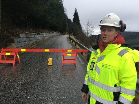 GEOLOGVURDERING: Ingrid Hynne skal vurdera om Fjordavegen kan opnast etter varsel om steinras.