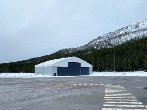 HANGAR: Slik ser hangaren på Haukåsen ut, som no vert nytt av Nord Helikopter