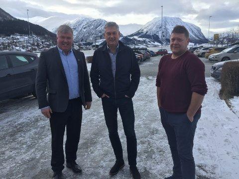 REPRESENTERTE: Ivar Kvalen, Petter Sortland og Roy Egil Stadheim representerte Sogn Regionråd på dialogmøtet på Skei torsdag.