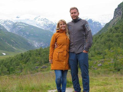 VERTSKAP: Mette Grøsland og Rune Hilleren Dokken var vertskap på Tungestølen turisthytte i 2020.