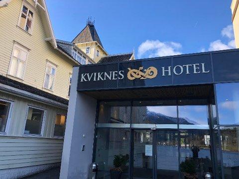 STENGER: – Med utgangspunkt i Folkehelseinstituttet sine tilrådingar og retningslinjer frå 13. mars, har me valgt å stegja hotellet midlertidig til 22. april, opplyser Kviknes Hotel i Balestrand.
