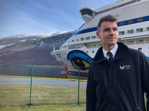 NY SITUASJON: Cruisekaien i Flåm er stengt for passasjertrafikk. I utgangspunktet fram til 1. mai. – Eg trur det blir få skip å sjå i sommar, men håpar eg tek feil, seier Jon Olav Stedje.