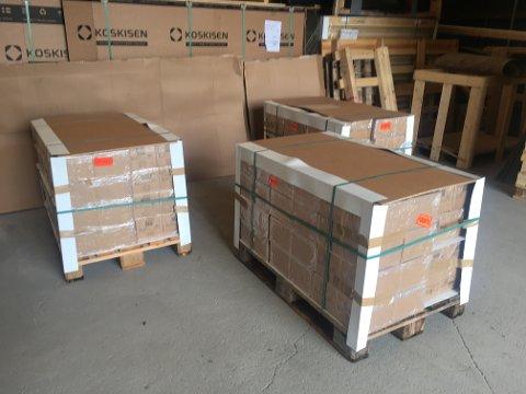 FERDIGPAKKA: Tre pallar av produksjonen på Hatleli vart levert til grossist denne veka.