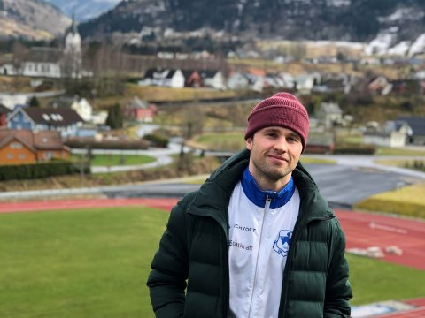 KREATIV PÅ TRENING: Henrik Holmberg kunne tenkt seg til OL, men det er utsett til 2021. No er han heime i Vik der han trenar alternativt og har fått seg ein ny hobby.
