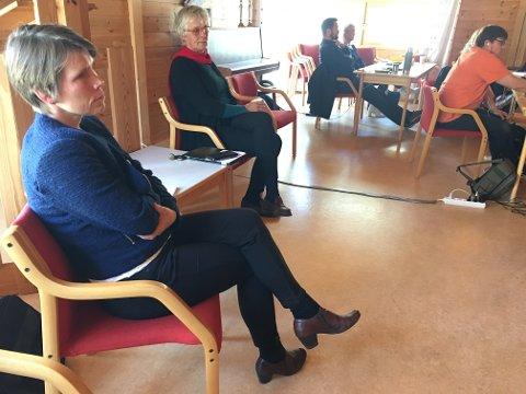 UGILDE: Siri W. Bøthun (Sp) og Bjørg Fritsvold (SV) måtte følgja skulesaka frå sidelinja. Begge er med og legg forhiolda til rette for etableringa av privatskule i Fresvik.