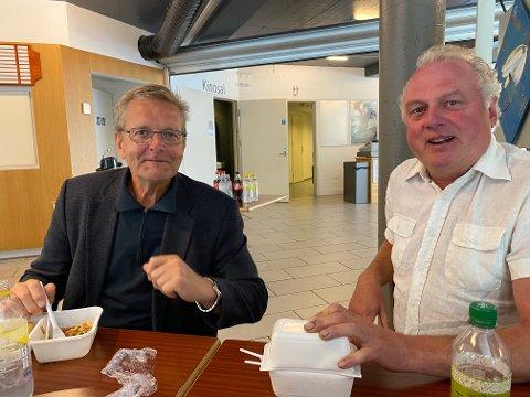 EDRUE: Når Jarle (Offerdal, red.) tek ordet, kjenner eg meg kalla, sa tidlegare ordførar Jan Geir Solheim (t.h.) i debatten om losjehustomta i kommunestyret torsdag.