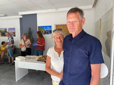 FØRSTE ØKT: Ekteparet Anne Berit Heggheim og Helge Rørvik, tok første økt på turistkontoret.