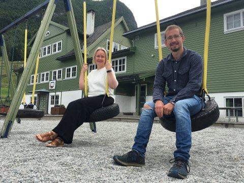 GIR BYGDA EI FRAMTID: Monica Haglund og Knut Olav Ekeberg ser fram til skulestarten i privat regi.