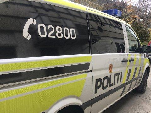 GANSKE ROLEG: Det var ikkje den travlaste politinatta i Sogn og Sunnfjord, men ein scooter-sjåfør vaknar truleg med ei dårleg kjensle søndag.