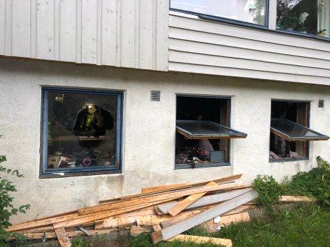 SKADER: Kjellarleilegheita fekk store skader i brannen i Lærdal torsdag.