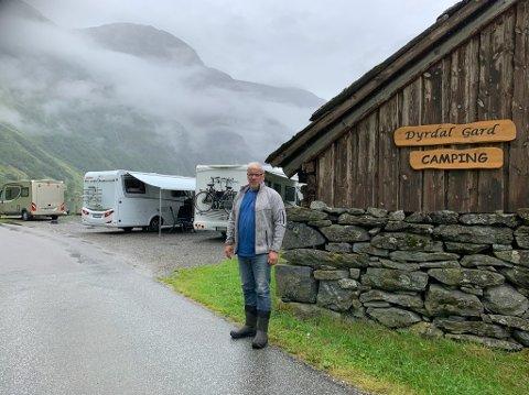 SPERRA INNE: Olav Magne Dyrdal har kring 40 campinggjester som skulle ha reist vidare i dag.
