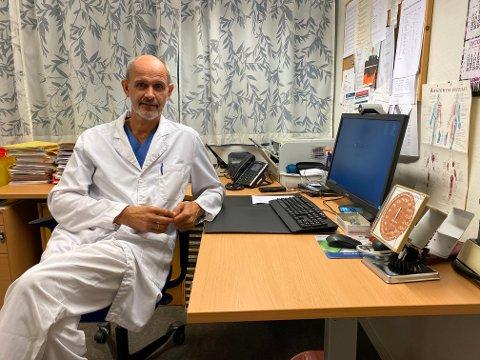 HAR SPORA SMITTEN: Smittevernlege Leiv Erik Husabø fekk fredag stadfesta eit nytt smittetilfelle i Sogndal.