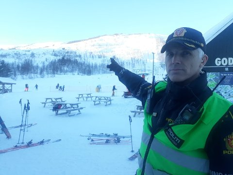 FLEIRE SKRED: Innsatsleiar Svein Inge Harberg i politiet er i Hodlekve- området, der det har gått fleire skred.