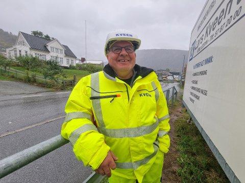 BYGGJELEIAR: Arve Hafstad er byggjeleiar for Kveen Anlegg, som byggjer ut ny rundkøyring i Sogndal.