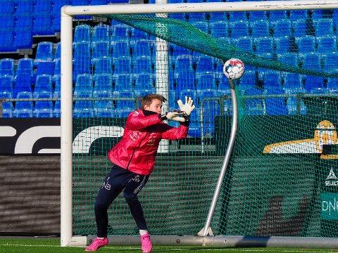LOVENDE: Leander Øy er ein lovande ung målvakt som har vist positive tendensar på A-lagtreningane til Sarpsborg 08.