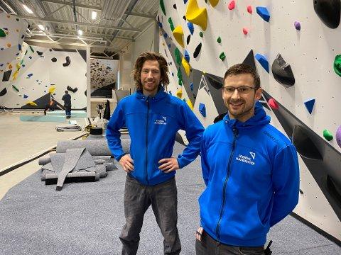 GIRA PÅ OPNING: Herman Nesse og Jarle Kalland hjå Sogndal klatresenter er snart i mål med nytt senter.