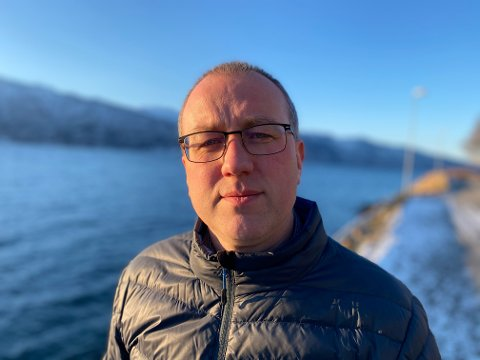 NYE SMITTETILFELLER: Ordførar Arnstein Menes fortel at fem nye personar har testa positivt på korona i Balestrand.