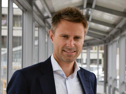 SATSAR FRISKT: Øystein Fauske er direktør for det nye kraftselskapet, der fire lokale aktørar går saman og skal freiste å vinne resten av landet. Med på kjøpet får han fleire fjelltoppar å boltre seg på.