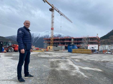 SEL UNNA: Jan Rune Årøy og Meklarhuset Sogn har selt for 241,7 millionar på ni månader på Lerum Brygge.
