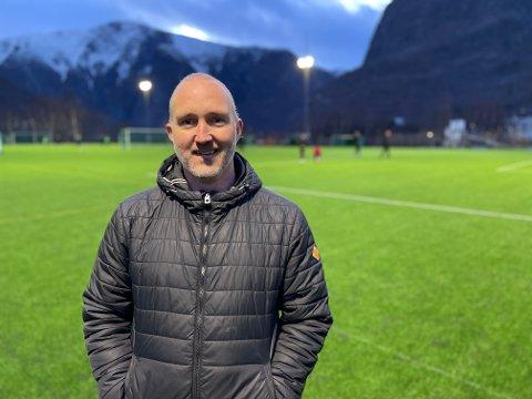 NY LEIAR: Per Kopperdal tek over stafettpinnen etter Geir Kjetil Øvstetun som leiar i Årdal FK.