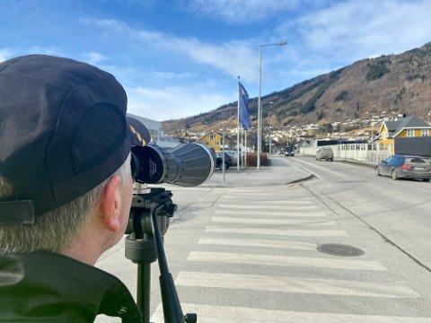 KONTROLL: Statens vegvesen hadde fleire kontrollar tysdag, mellom anna i Sogndal.