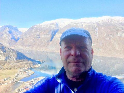 STILLE: Heime i Aurland har Noralv Distad full kontroll på fjordtrafikken. - Ein ny klimaplan må ikkje gå på kostnad av livsviktig aktivitet for levande samfunn, seier han.