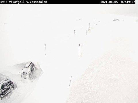 STENGT: Vikafjellet, her ved Vossadalen, er stengt måndag. Ny vurdering skjer tysdag klokka 10.