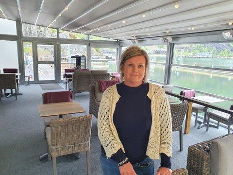 STILLE ETTER TRAVEL HELG: Tysdag var det roleg for dagleg leiar Pernilla Johnsson på Flåm Marina. Det var det ikkje i helga.