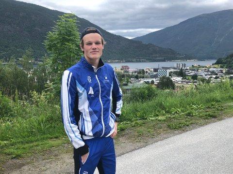 FLATAR UT: Til trass for sommarjobben som vikarvaktmeistar har Hjalmar Michelsen også planar om å slappa godt av i ferien. – I tillegg blir det nok ein del trening, seier han.