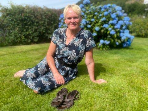 EIT KJÆRT MINNE: Det er snart dagen, 22.juli,  att då Liv Synnøve Bøyum tek på seg dei brune sandalane som er eit kjært minne etter tanteungen Margrethe.