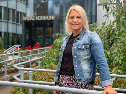 KLAR FOR NYE UTFORDRINGAR: Stine Moen Bakken (36) er ny leiar for kultur, idrett og fritid i Årdal kommune.