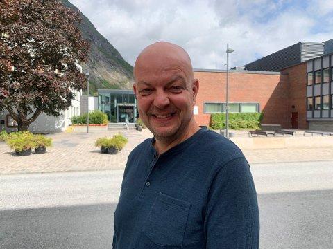 NØGD:  Hilmar Høl, ordførar i Årdal kommune, gler seg over valresultatet.