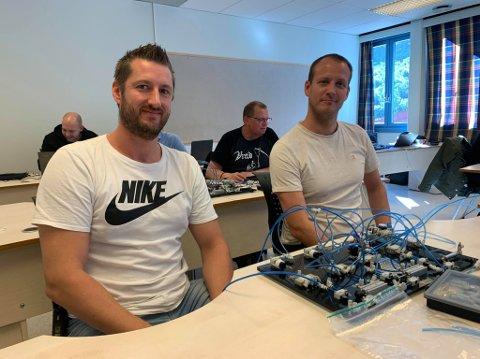 MOTIVERTE: André Lægreid (t.v) og Morten Kulset er studentar på industrifagskulen i Årdal.