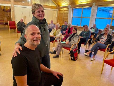 GLEDE: Heidi Irene Rennestraum, leiar i Vik songlag er glad for at Tom Jarle Istad Kristiansen seier ja til å gjera laget enno betre.