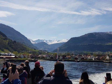 PÅ VEG ATTENDE: Utanlanske turistar er på full fart tilbake. – Det har me sett sidan midten av juli, og den trenden held fram no, seier Ståle Brandshaug, direktør i Visit Sognefjord.