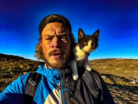 TUR: Terje Målsnes og Bjelke tok ein selfi på tur til Kvanndalseggi.