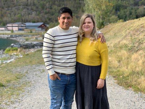 FLYTTA HEIM: Kasia Aneszko (26) tok med seg kjærasten Otto (31) og flytta heim til Årdal i sommar etter å ha budd mange år utanlands.