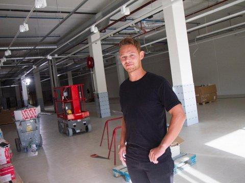 Daniel Baardsen Chin er kjøpmann ved Rema 1000 Grannes på Nov. Bildet ble tatt i forbindelse med bygging av butikklokalene tilbake i 2018.