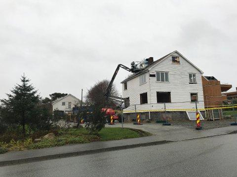 AA-huset og Walløe-huset (i bakgrunnen) er under riving. Her skal det legges ny vei.