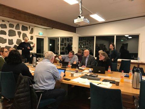 Det ble en lang debatt med flere synspunkt om prinsippene for Tananger sentrum.