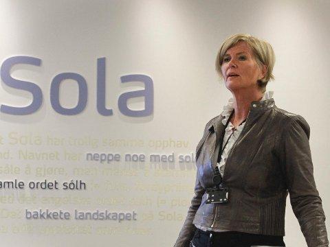 Bomringmuligheter: Næringssjef i Sola, Ingrid Iversen, tror bomringen vil kunne påvirke hvor folk handler. Det kan gi Sola en fordel.