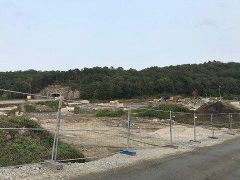 Sola kommune forplikter å sørge for opparbeidelse av tomt, infrastruktur og uteanlegg for det nye sykkelanlegget. Men kostnadene blir 20 millioner kroner mer enn hva politikerne har satt av.